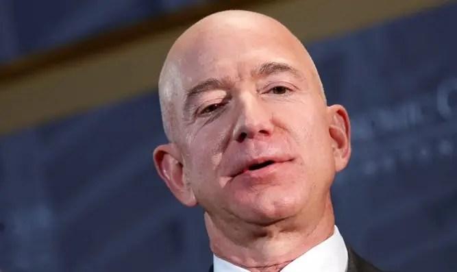Jeff Bezos renuncia como CEO de Amazon Channel 7