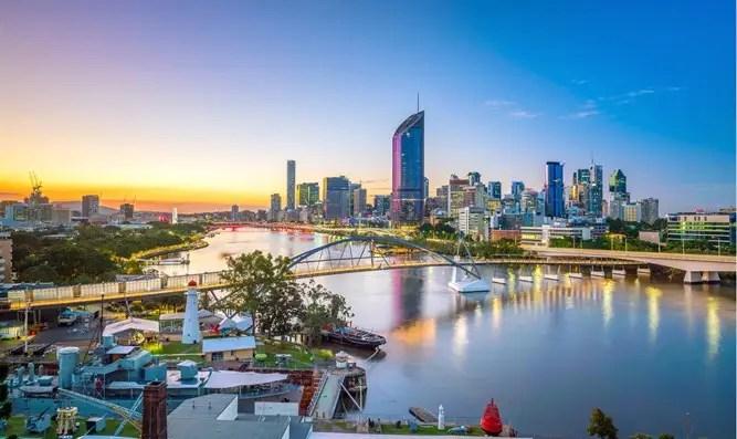 Australia: acusada de aislamiento y colgada de la ventana-Canal 7