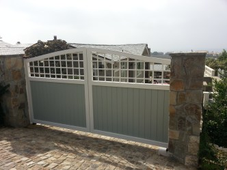San Diego automatic gate made of wood and wrought iron