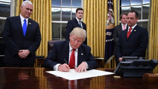 ترامب يستعد لإطلاق قانونا نهائي للهجرة يحمي دافعي الضرائب ويدعم سيادة القانون