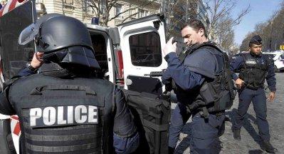 فرنسا .. القبض على الشخص الذي تحصن داخل متحف