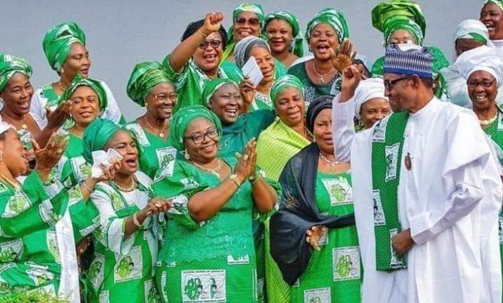 نيجيريا..الرئيس يتزوج من وزيرة بالحكومة و موقف زوجته الأولى تشعل مواقع تواصل الاجتماعي بالبلاد