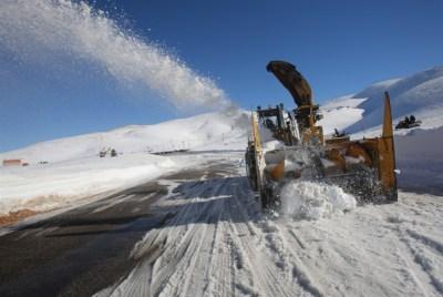 وزارة التجهيز تعلن فتح جل المقاطع الطرقية المقطوعة بسبب الثلوج