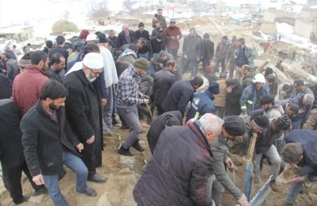 زلزال بقوة 5.7 درجة بإيران يوقع قتلى في تركيا