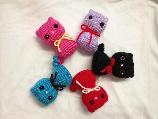 crochet cat toys  Pattern: Colorful Kitty Cat Toy by DD's Crochet on Ravelry