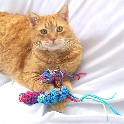 Pattern: Swirly Mice Toys for Cats by Julie Oparka from Ravelry
