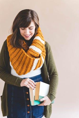 Pattern: University Scarf – Free Crochet Pattern from Sewrella