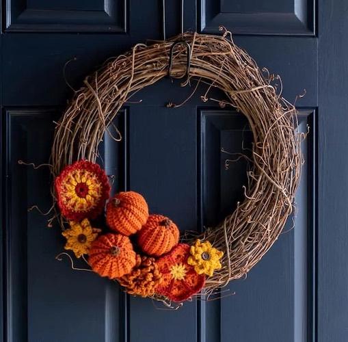 Pattern: Fabulous Fall Crochet Wreath from Crochet 365 Knit Too