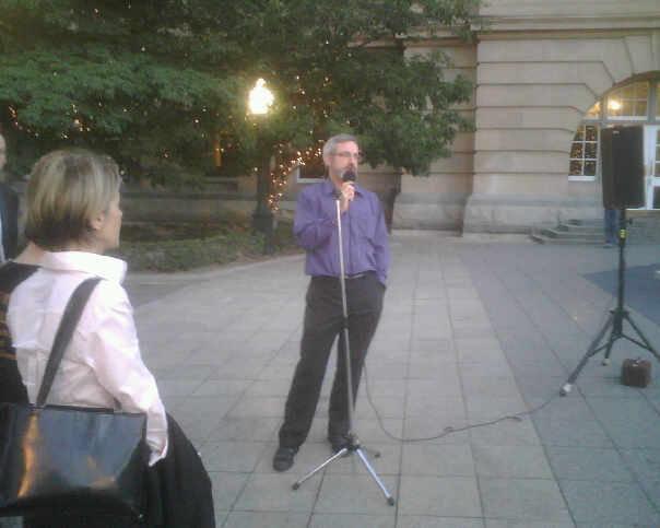 Senator Bartlett addressing the crowd