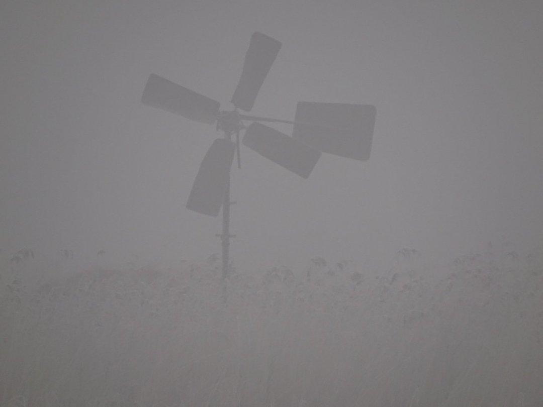 Een molen in de mist