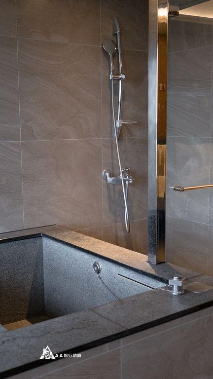 你會一直想要住在這淋浴與冷池