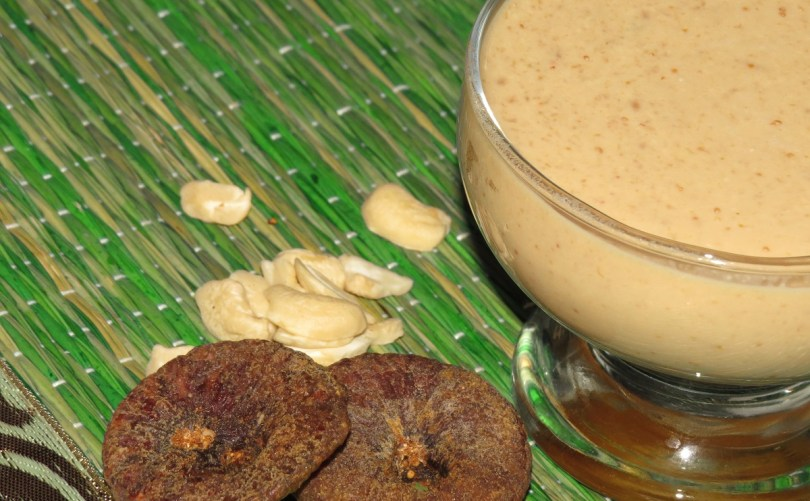 Kaju Anjeer Milkshake (Cashew Fig Milkshake)