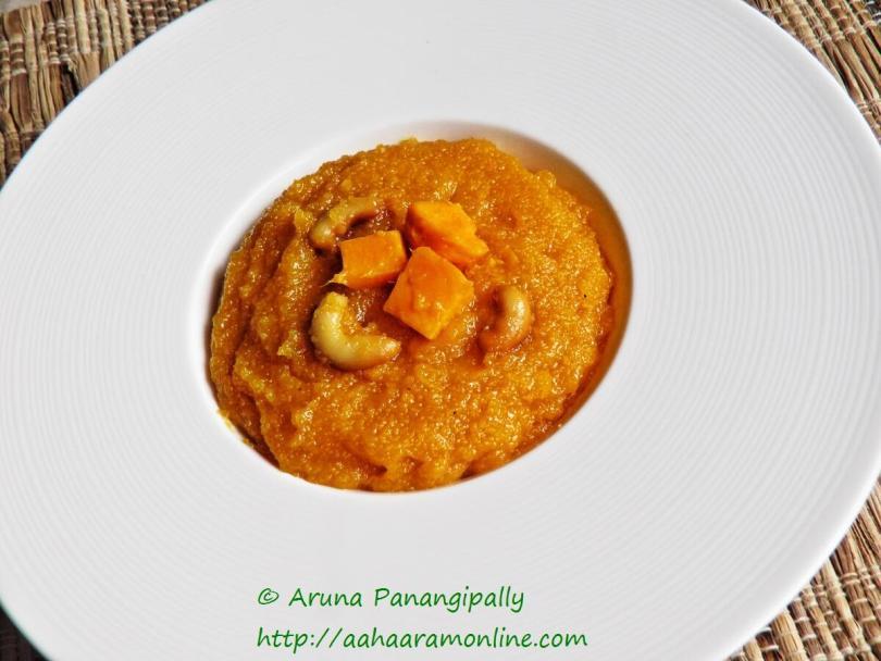 Mango Sheera or Semolina Pudding with Ripe Mango