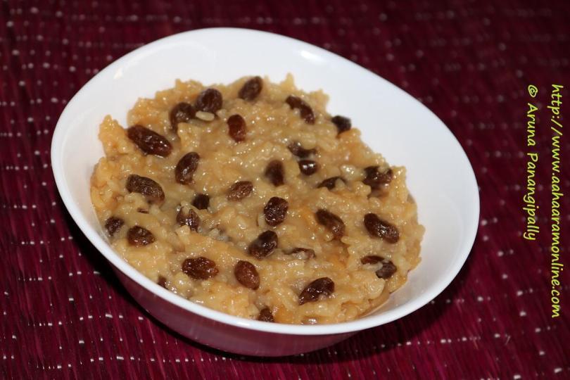 Vegan Rice Pudding with Coconut Milk, Cinnamon, and Raisins