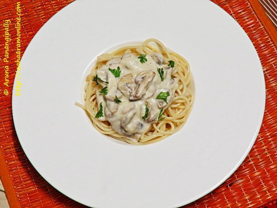 Spaghetti with Creamy Cashew Mushroom Sauce - Vegan Recipe
