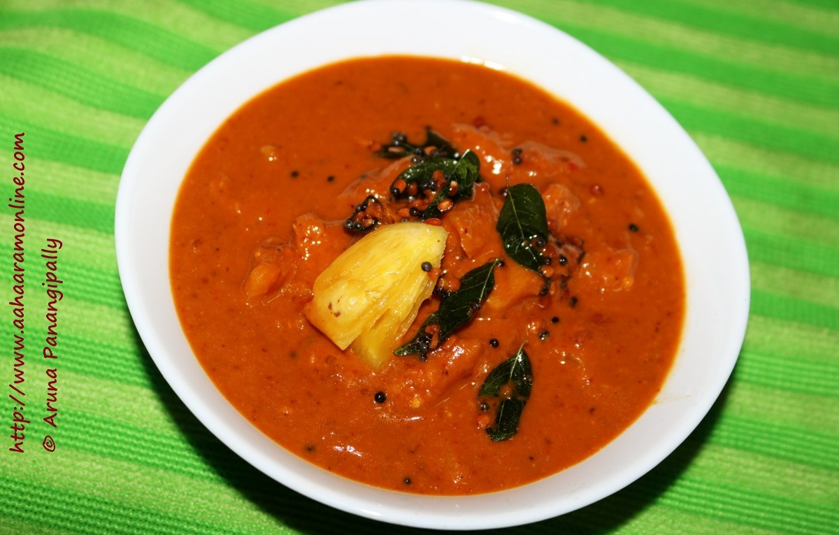 Pineapple Menaskai is a spicy, sweet, tangy pineapple curry from Mangalore