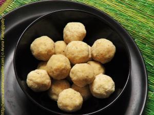 Biyyam Pindi Bellam Undalu | Rice Flour Laddu