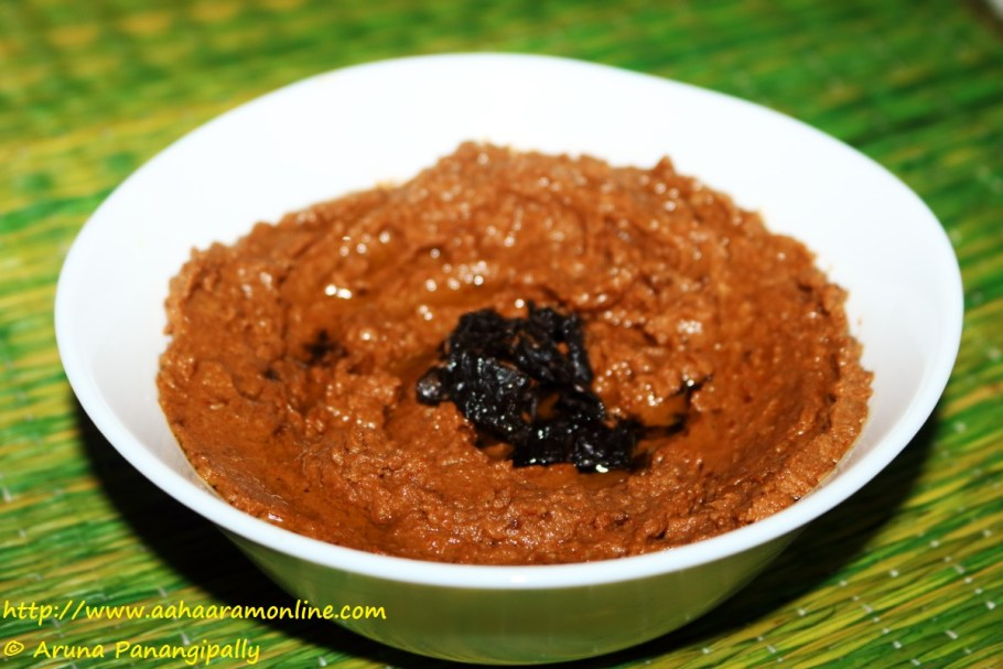Hummus Flavoured with Sun Dried Tomatoes