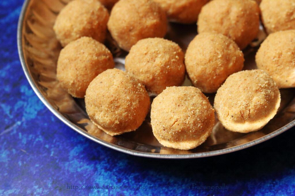 Andhra Minapa Sunni Undalu | Udad Dal Laddus in a plate