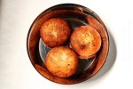 Suji Kakara Pitha: Deep-fried semolina balls with coconut stuffing
