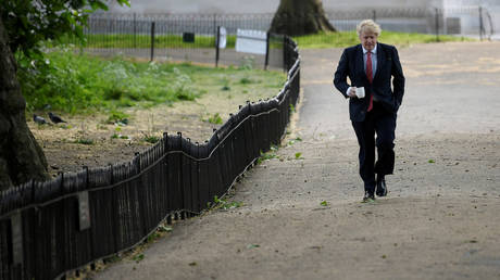 British Prime Minister Boris Johnson goes for a walk in central London © REUTERS / Toby Melville