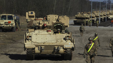 FILE PHOTO: US troops at Drawsko-Pomorskie training range © REUTERS/Cezary Aszkielowicz/Agencja Gazeta