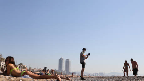 People enjoy the sunny weather at Barceloneta beach in Barcelona this week. © REUTERS/Nacho Doce