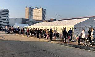 برطانیہ میں محض 400 کووڈ19 ٹیسٹ مراکز: عوامی دشواریوں پہ حکومتی اعتراف