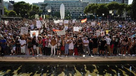 دیگر یورپی ممالک کی طرف ہسپانیہ میں بھی دوبارہ تالہ بندی کی مخالفت، مقامی حکومتیں بھی عوام کے ساتھ مرکزی حکومت کے خلاف ڈٹ گئیں، عدالت جانے کا فیصلہ