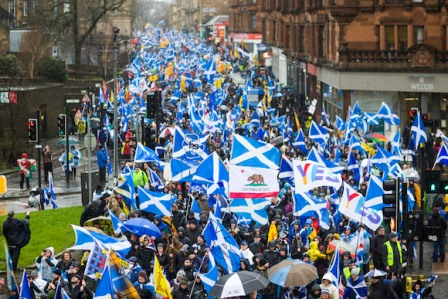 سکاٹ لینڈ میں خودمختاری کی تحریک زور پکڑنے لگی، نمائندہ وزیر نیکولا سٹرجن نے رواں سال انتخابات جیت کر ریفرنڈم کا اعلان کر دیا