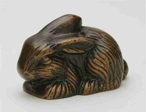 Hare_ligge_oereop_Havedekoration_bronzedekoration_gravsten_bronzefigur