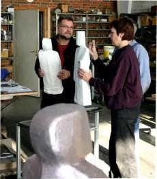 Støberiet tager en snak med kunstneren om modellerne inden støbning.