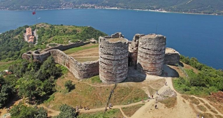 قلعة يوروس في مدينة إسطنبول