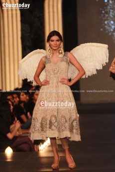 sonia-azhar-pfdc-loreal-paris-bridal-week-2013-27
