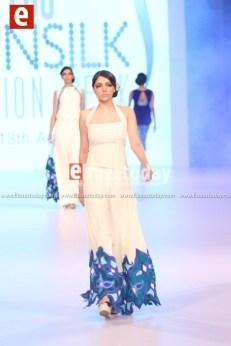 Teena-by-hina-butt-PFDC-sunsilk-fashion-week-PSFW2014-Ebuzztoday-93