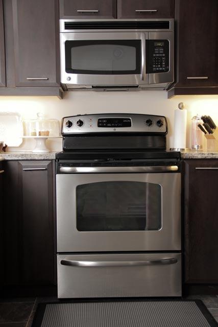 6A6E8AA0-8EC0-80A1-91BE-8AC51091F7F4_003-kitchen