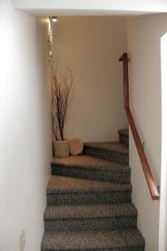 AD9B510C-AE8C-2AA4-209F-4F58A14D7AF4_009-stairs