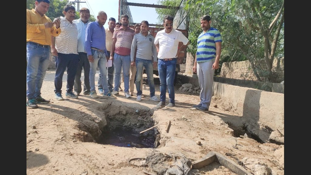 MLA अजेश यादव ने PWD कर्मचारियों के साथ जाकर लिया सड़को का जायजा