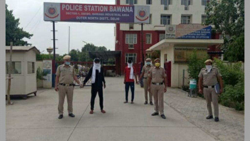 बवाना थाना पुलिस ने दो इंटरस्टेट क्रिमिनल्स को गिरफ्तार किया ।