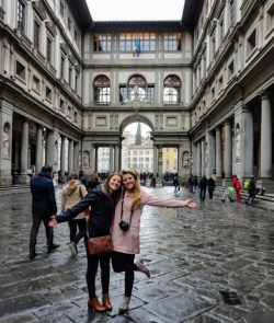 Outside Galleria Uffizi