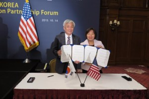 Dr. Jae-Wan Lee, left, chairman of KENCA (Korean Engineering & Consulting Association), and Susan Rani, of Rani Engineering sign a Memorandum of Understanding on Oct. 14, 2015 at the Willard Intercontinental Hotel in Washington D.C.