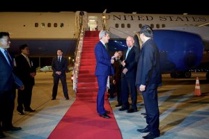 U.S. Secretary of State John Kerry, on carpet, chats with Laotian officials and U.S. Ambassador to Laos Daniel Clune as he arrives on Jan. 24, 2016, at Vientiane Wattay International Airport in Vientiane, Laos. [State Department Photo/Public Domain]