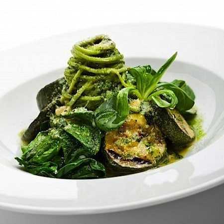 Pasta pesto met courgette en spinazie