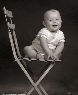 Guldklumpen babyfoto på stol