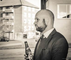 Pause - og Niels Jespersen nyder en øl.