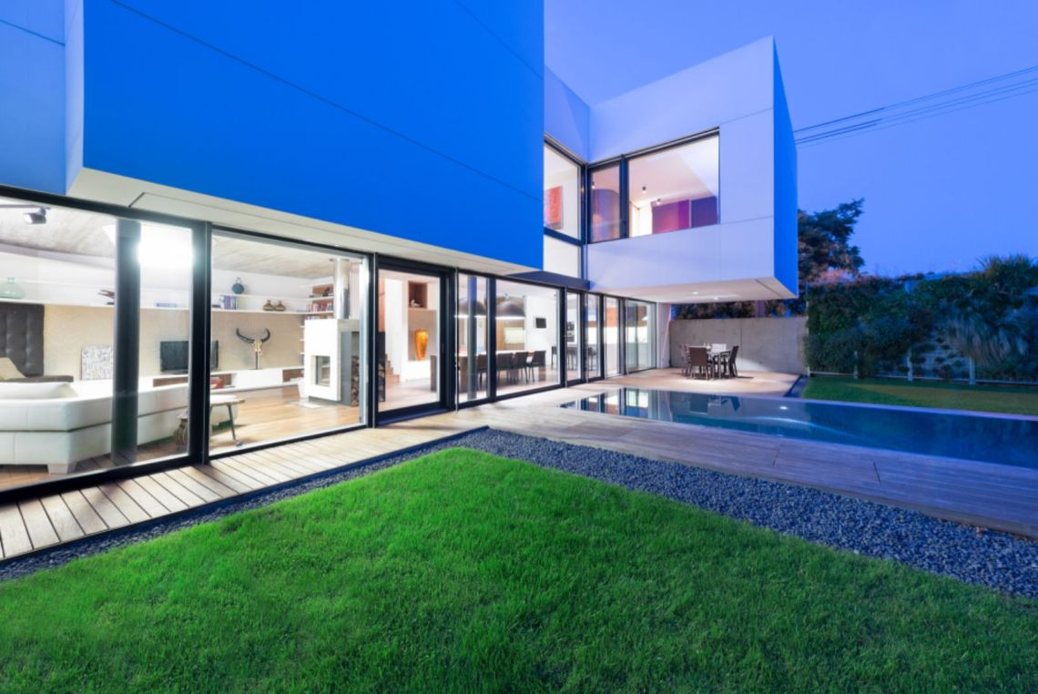 White Cubes House