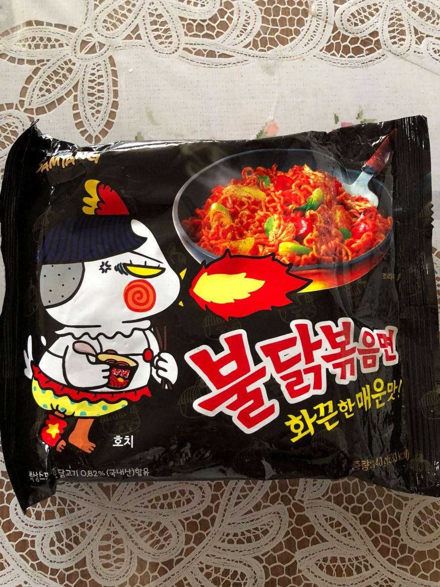 辛さの頂点のラーメン。韓国のブルダックポックンミョンを食べたよ。
