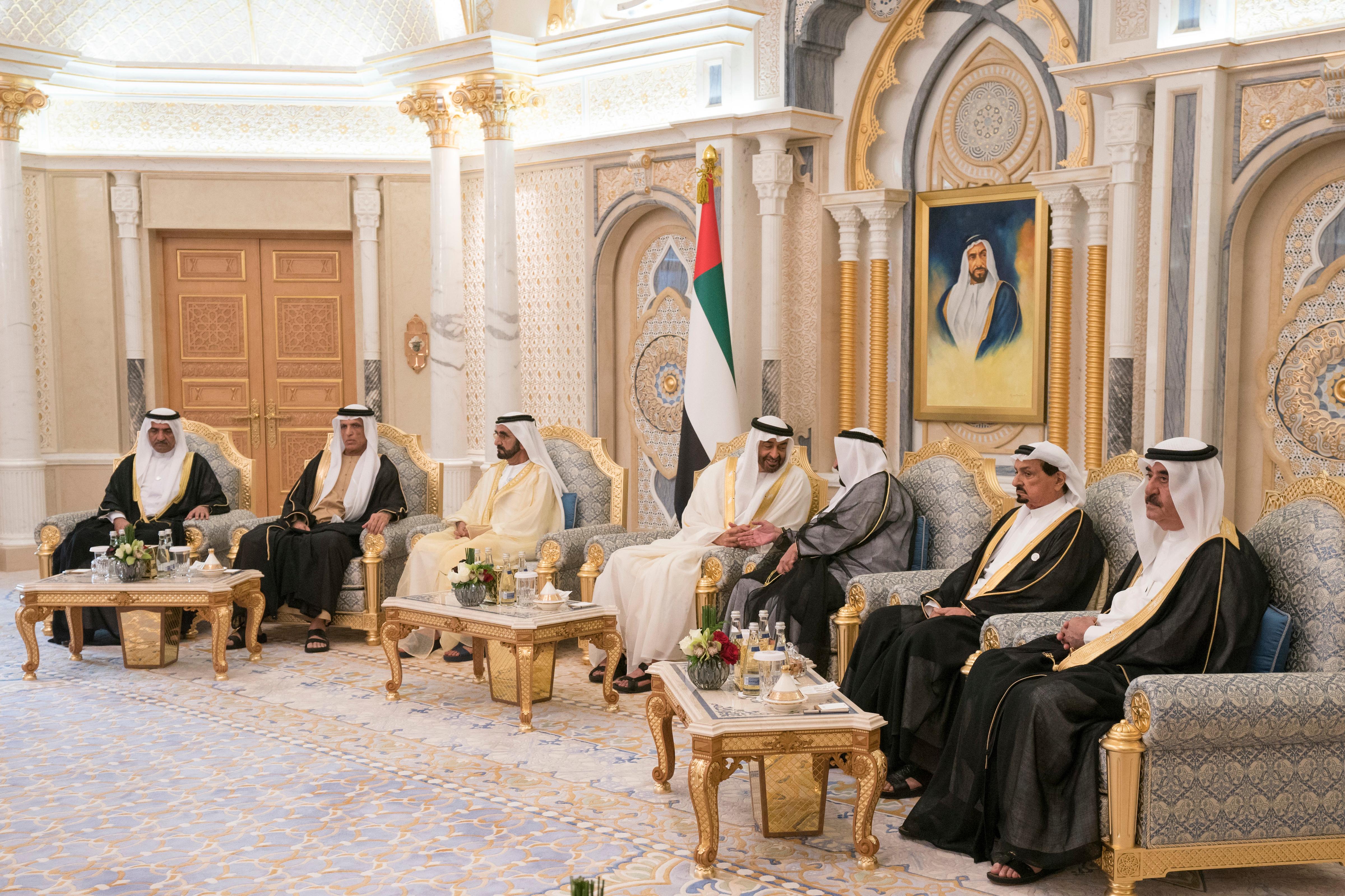 محمد بن زايد يستقبل حكام الامارات