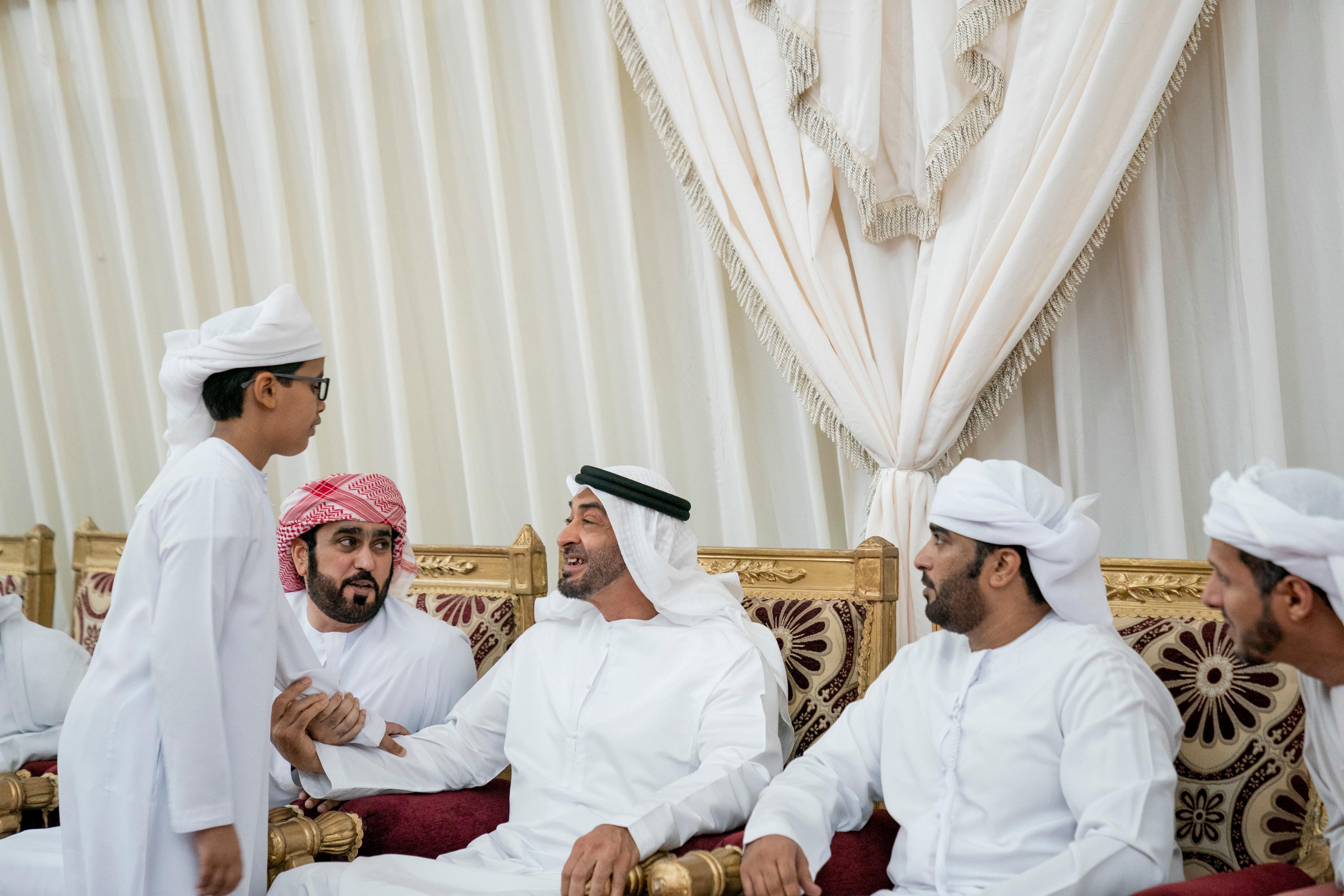 خلفيات : الشيخ محمد بن زايد في عزا الشهداء
