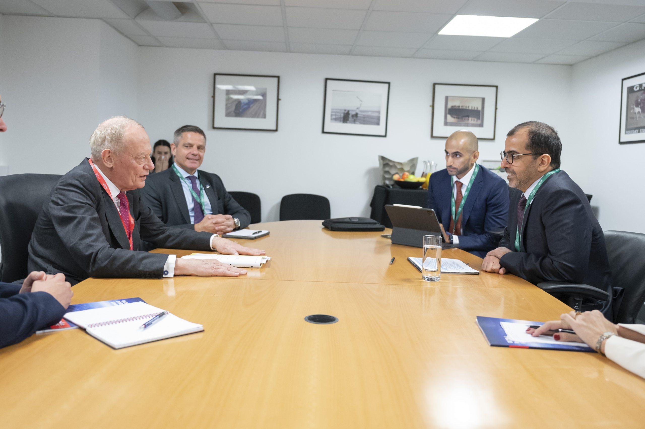 حامد بن زايد يلتقي عددا من الوزراء البريطانيين على هامش قمة الاستثمار العالمية لندن 2021